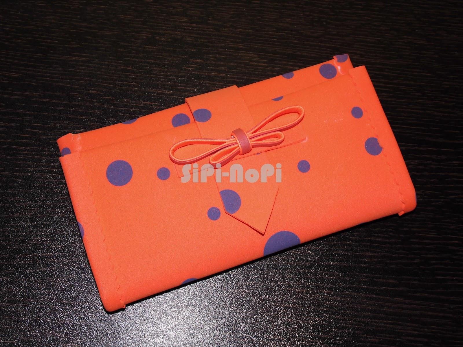 en esta ocasión os presentamos la cartera de mano hecha de goma eva