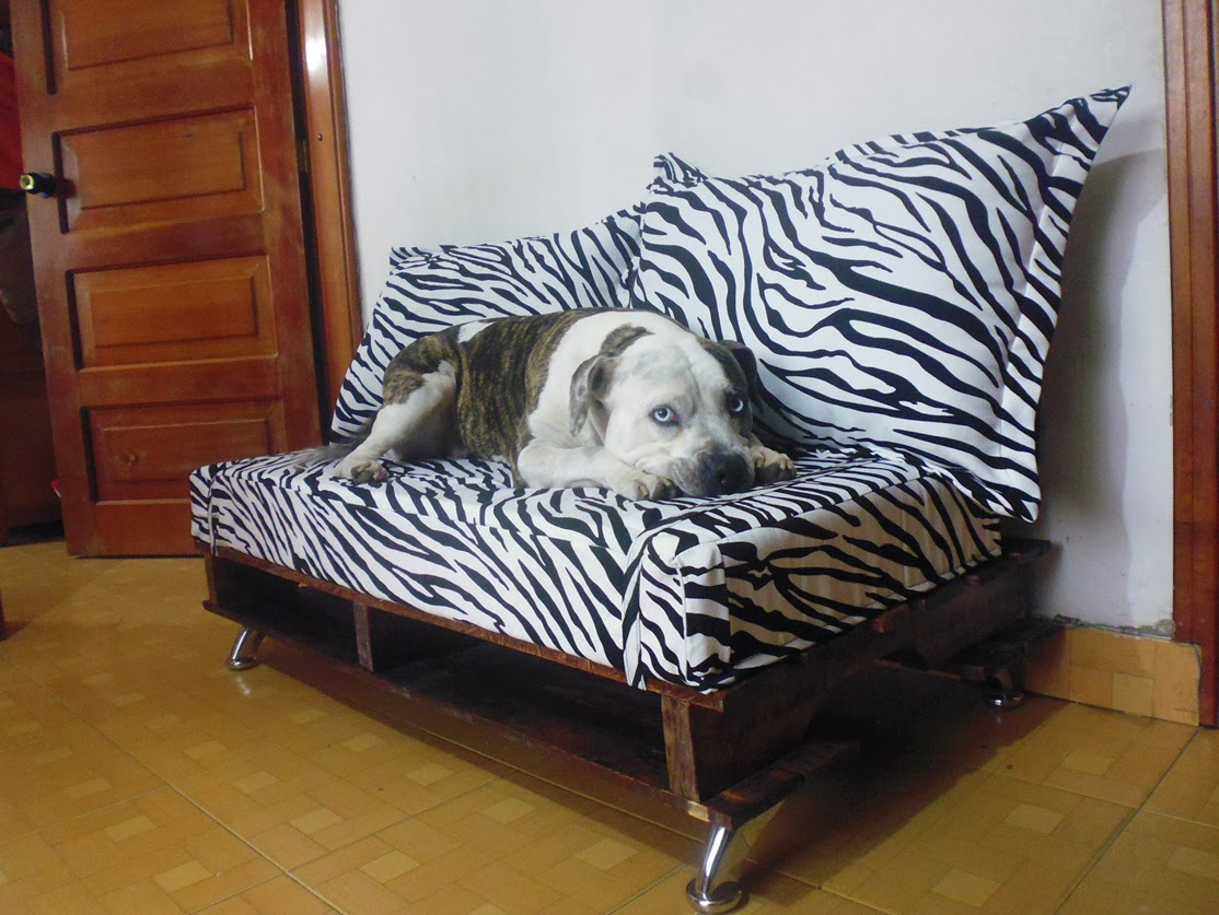 Sofa realizado con palets reciclados - Sofas con palets ...