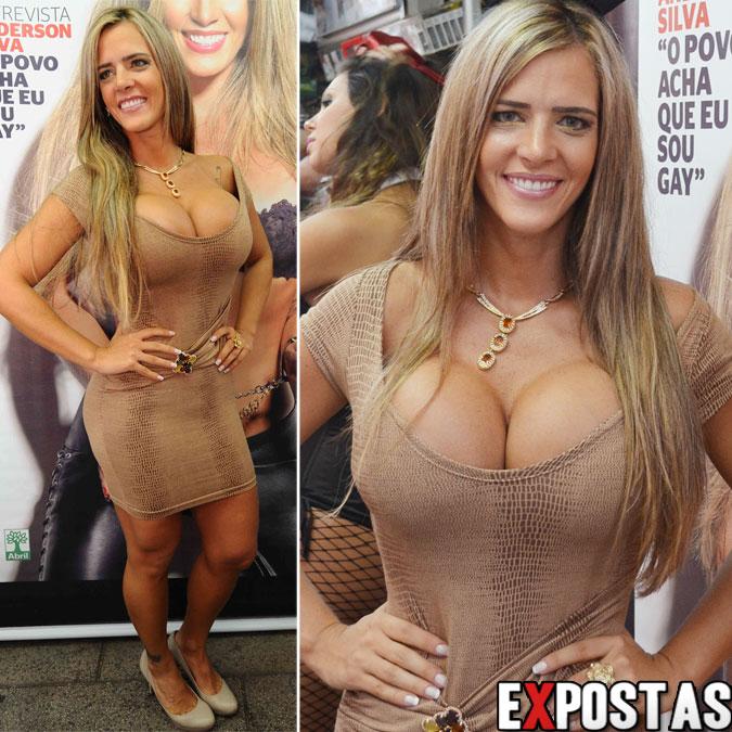 Denise Rocha lançando a revista Playboy que traz seu ensaio na capa numa banca de São Paulo - 20 de Setembro de 2012