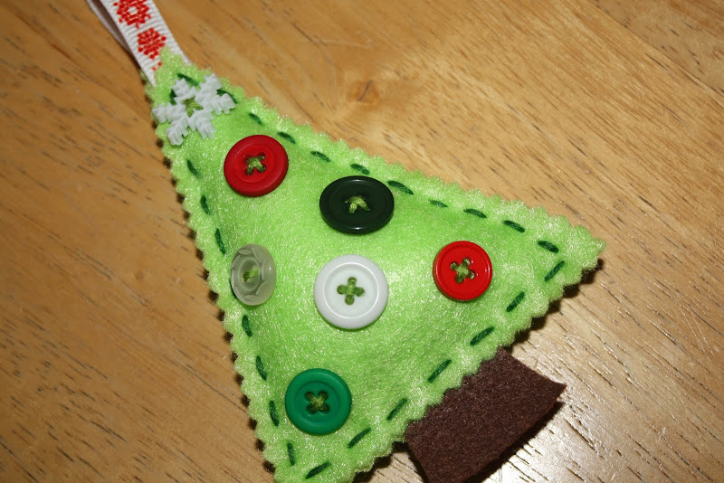 Button Christmas Tree Ornament Instructions : Living the super life felt button ornament tutorial