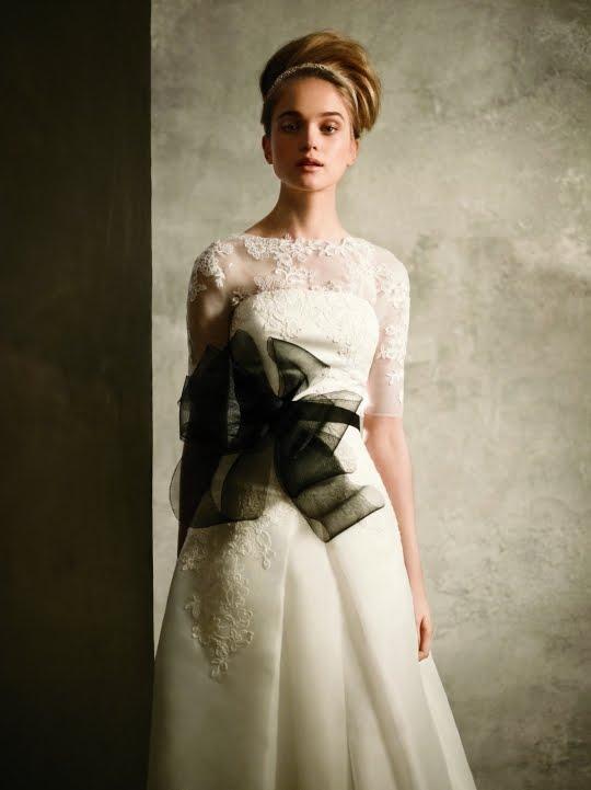 Back door daydreams vera wang white for davids bridal for Vera wang classic wedding dress