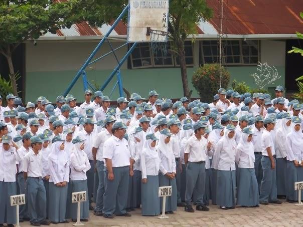 Siswi SMAN 2 Denpasar Dilarang Menggunakan Jilbab