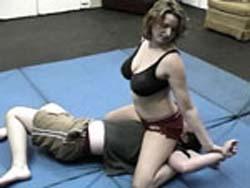 Frau wrestling