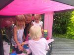 Kul för barnen i trädgården!