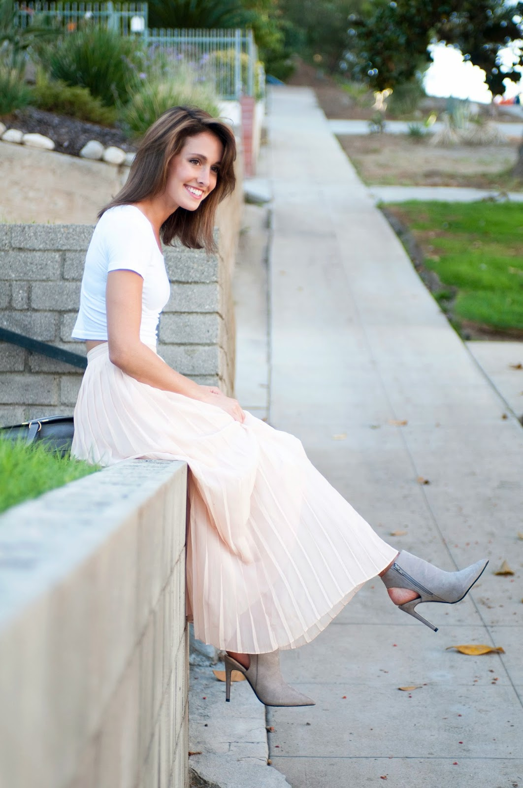 how-to-wear-a-pink-maxi-skirt