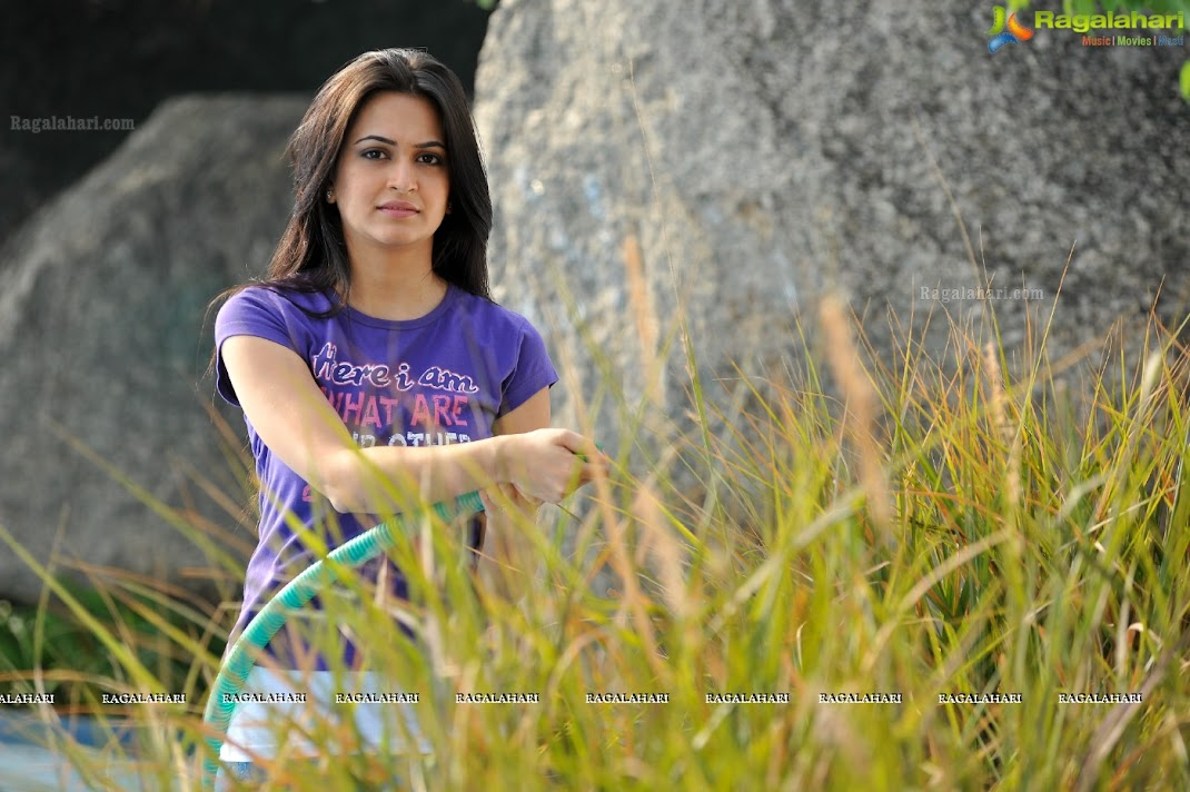 Kriti Kharbanda Beautiful Wallpapers