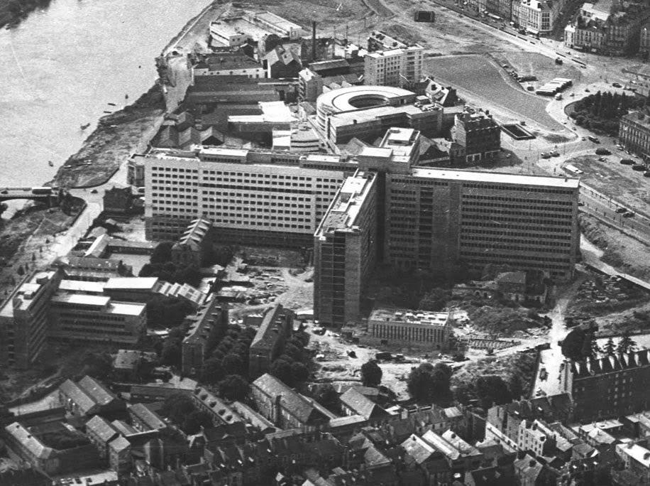 Nantes la ville d 39 apr s guerre nantes le chu hotel dieu for Construction piscine nantes