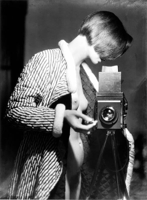 Auto-retratos ao espelho de fotógrafos famosos - Marianne Breslauer