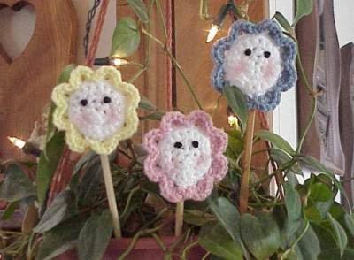 http://crochetcafe.blogspot.com/2005/09/cutie-trio-plant-pokesmagnets.html