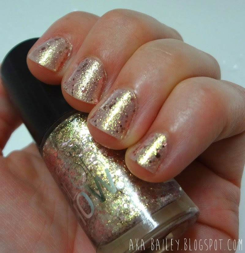 Glittery nail polish, Gilded Rose from Maybelline