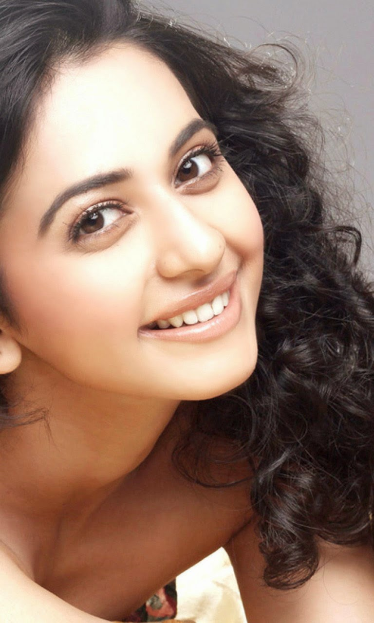 "Rakul Preet Singh Hottest Deep Cleavage Close-Up Pics on sets of ""Yaariyan"""