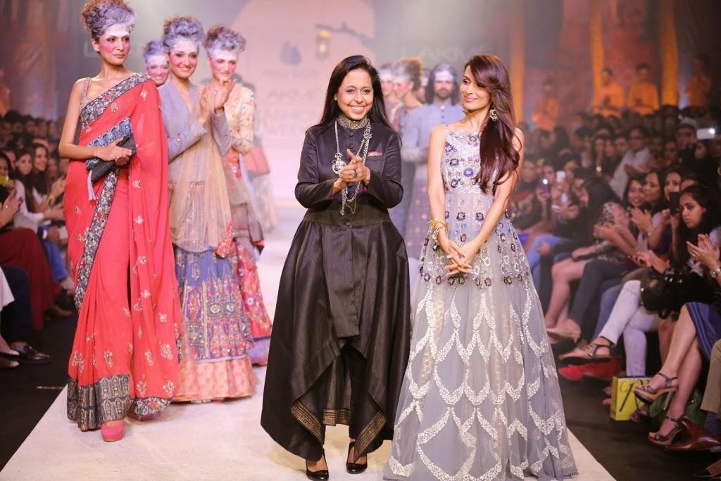 Malaika Arora Walk the ramp for Anju Modi at At LFW Summer/Resort 2014 To End Day Four
