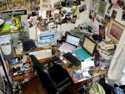 focus door een leeg bureau