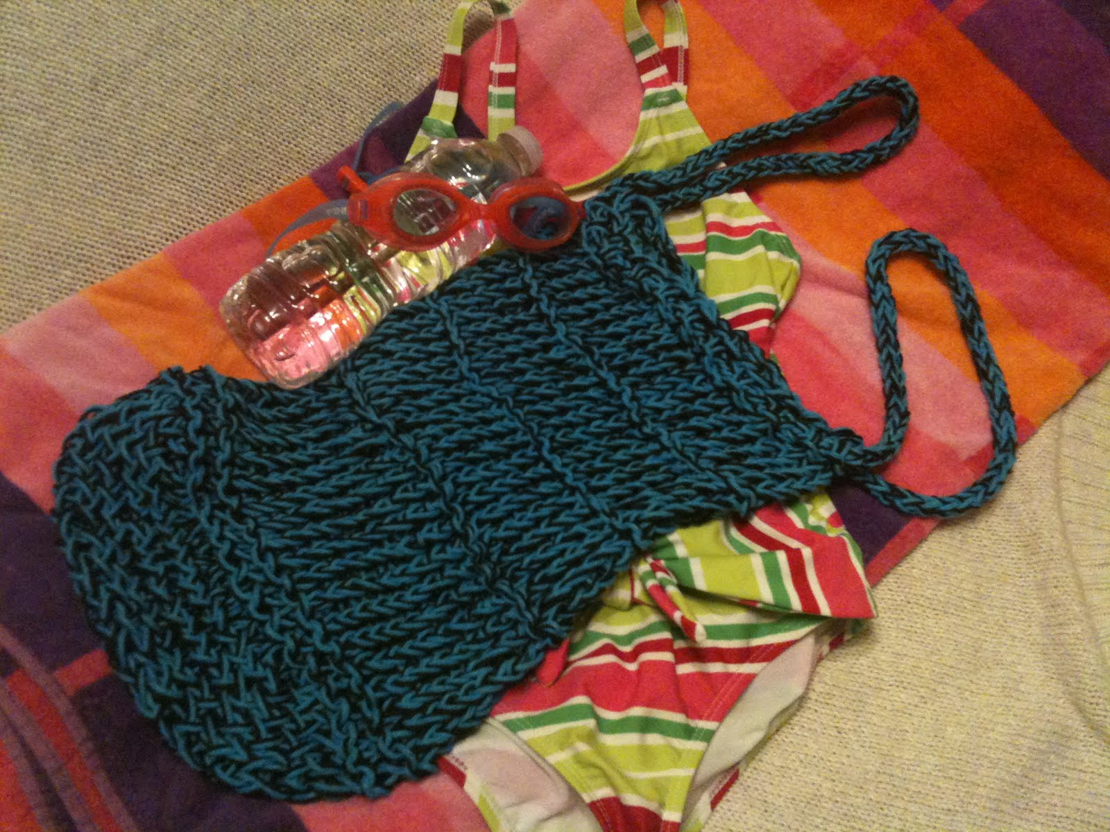 GoodKnit Kisses: Pattern and Video Tutorial: Loom Knit Mesh Bag