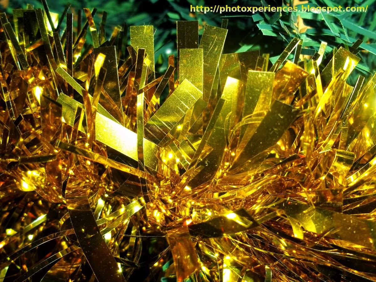 Golden Christmas ornament - Adorno navideño dorado