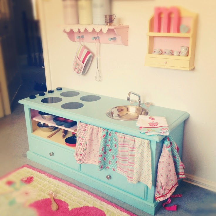 Dirtbin designs diy kitchen ideas for little people for Small kids kitchen