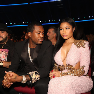 MEEK MILLS STARES AT nICKI mINAJ BOOBS