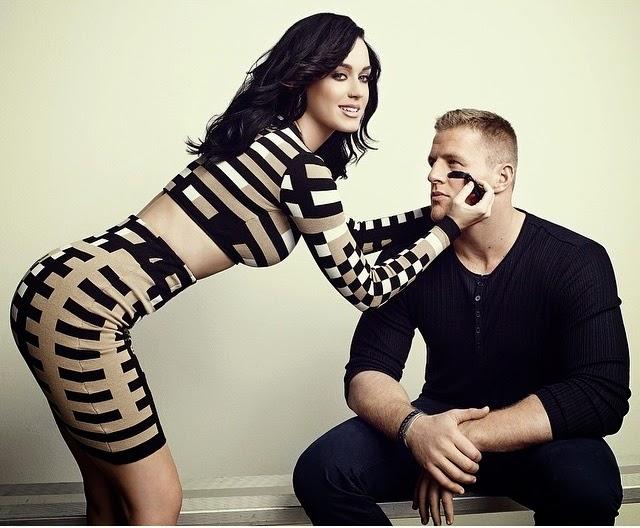 Com look justinho, a Cantora Katy Perry posa para ensaio ao lado de atleta