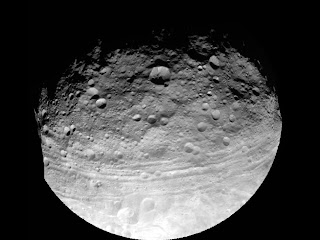 Imagen del asteroide Vesta por la sonda espacial Dawn