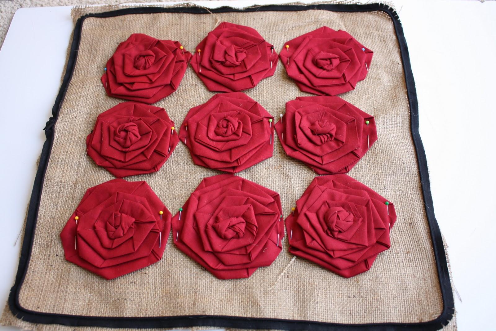 Подушки своими руками с розами из лент