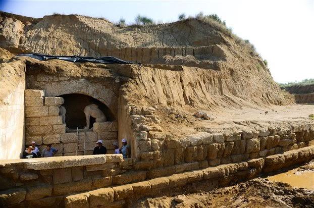 http://3.bp.blogspot.com/-Uw6ZyieOsm4/U_RelxlCPdI/AAAAAAABFoI/GjZbwddRqsY/s1600/Greece_Amphipolis_01.jpg