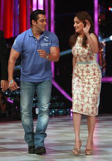 Salman Khan with Madhuri Dixit on Jhalak Dikhhla Ja show