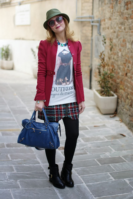 Bloggers do it better blouse, Carmens Padova biker boots, green fedora hat, Fashion and Cookies, fashion blogger
