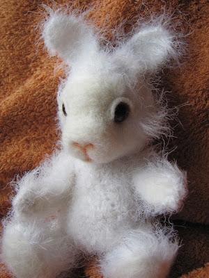 валяние, вязание, мягкая игрушка, белый кролик, белый зайка, своими руками, хендмейд