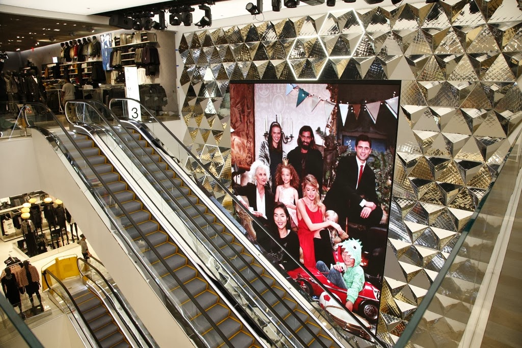 mdollnyc: H&M High-Tech Flagship Store in New York Times Square