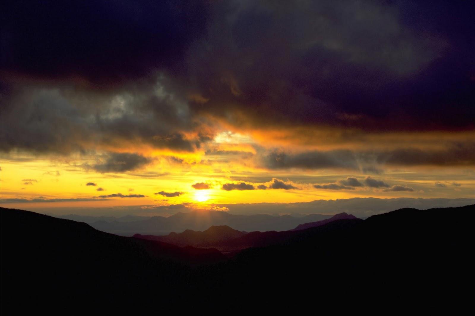 http://3.bp.blogspot.com/-UwmtPRYLWvg/TrZvALxUZZI/AAAAAAAAUpA/fV4j0uadgKs/s1600/Sunset+Wallpapers.jpg