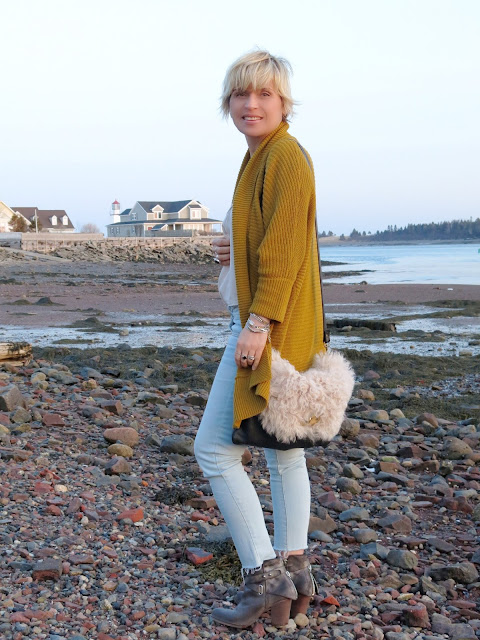 styling faded skinny jeans with booties and a slouchy mustard cardigan