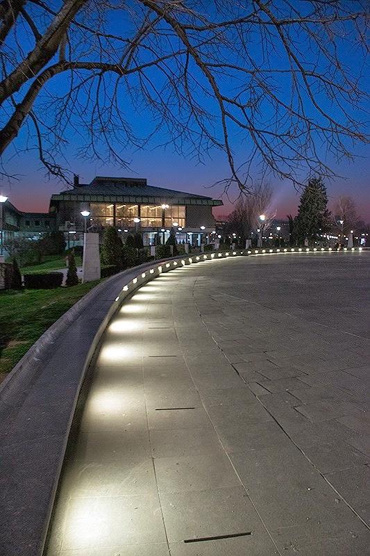 Narodna biblioteka Srbije noću
