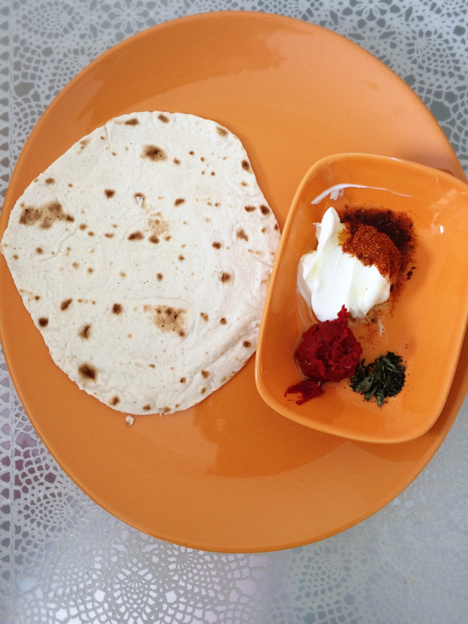 Tortilla Cipsler ve Patlıcanlı Dip Sos