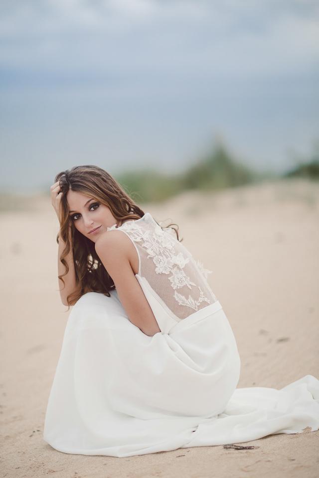 novia vestido a medida madrid diseño bohemio espalda aplicaciones chantilly