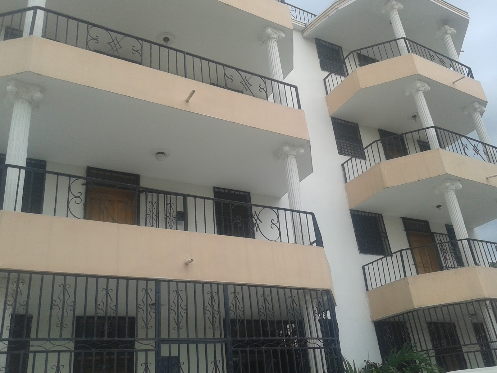 3 appartements meubles a louer a frere46 immobilier en haiti for Meuble casami haiti