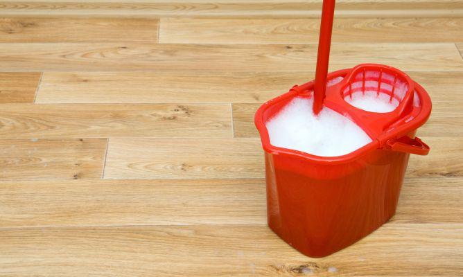 Como limpiar parquet for Como limpiar el suelo de gres para que brille