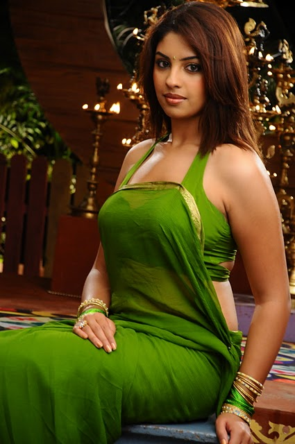 Richa Gangopadhyay shows her boobs in Transparent green saree ...