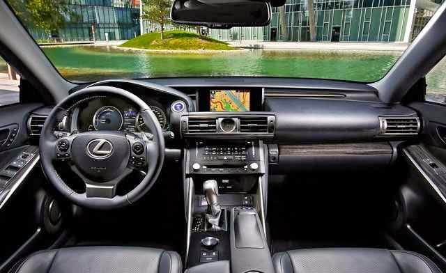 2016 Lexus IS300 Specs