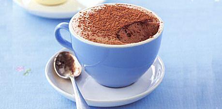 Makkelijk recept om chocolademousse te maken met eiwit, suiker en melkchocolade