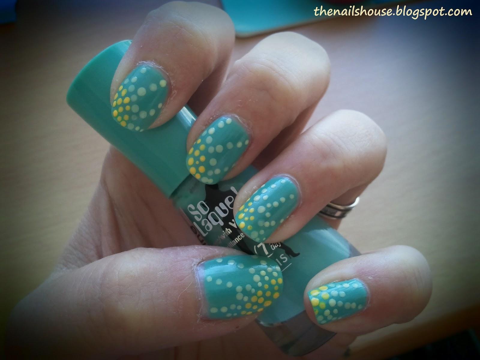 Nail art soleil en pois bleu et jaune the nails house - Nail art bleu ...