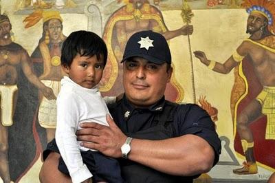 Policía salva la vida a menor