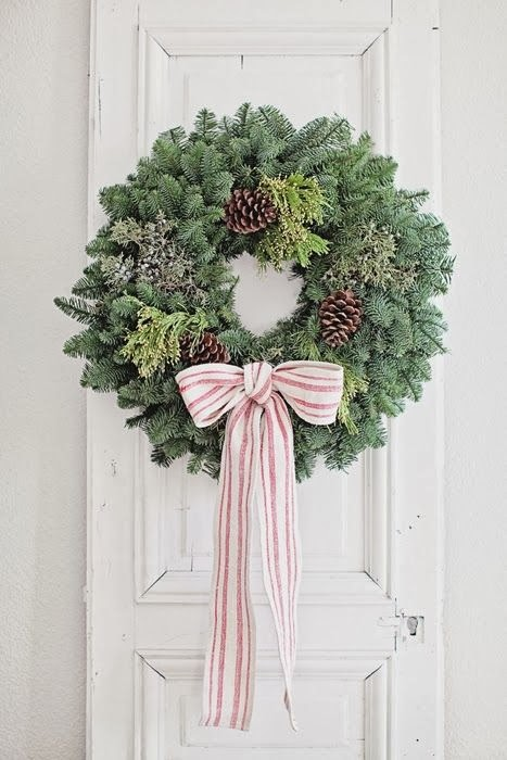 Tin roof farmhouse 10 simple holiday decorations Simple christmas wreaths