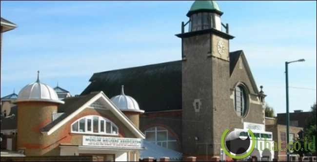Wembley Central Masjid dulunya gereja St Andrew's Presbyterian