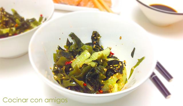 ensalada de alga wakame y pepino cocinar con amigos
