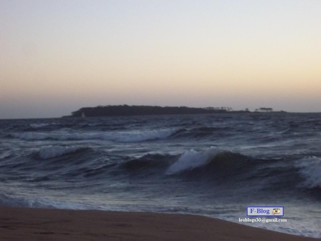Punta del Este - Playa con viento - Vista Isla Gorriti