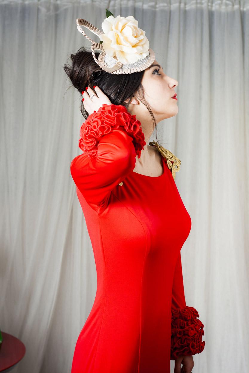 vestido rojo de flamenca para feria y accesorios