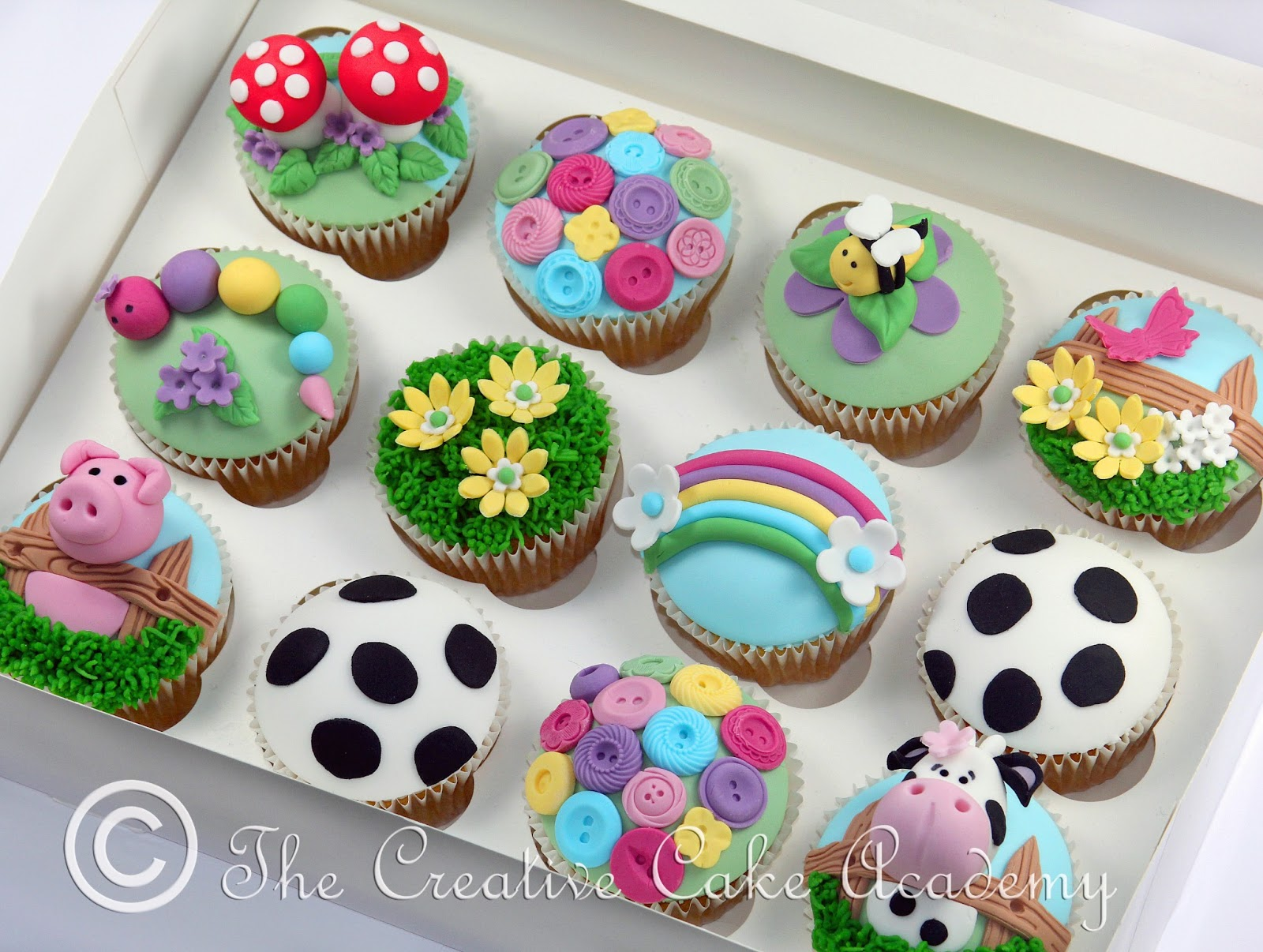 The Creative Cake Academy: CHILDREN'S PARTY CUPCAKES