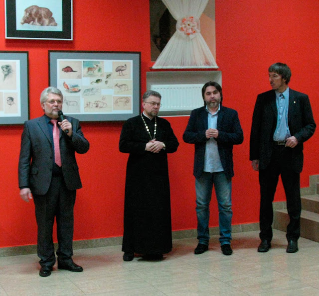 В Хотькове – выставка рисунков о. Александра Меня