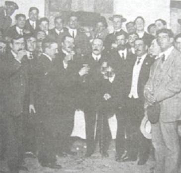 Pedro Sánchez de Neyra con diversos presidentes de clubes de fútbol en 1910