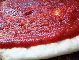وصفة صلصة البيتزا السريعة جداً جداً (بالصور)